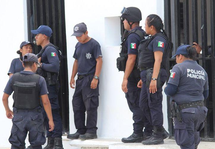 Elementos de Seguridad Pública se dieron cita para vigilar el lugar. (Redacción/SIPSE)