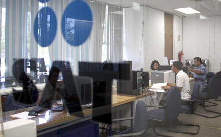 El plazo que otorgó el SAT para migrar a factura electrónica es sólo para quienes tienen ingresos anuales de 500 mil pesos o menos; los demás deberán migrar antes del 1 de enero de 2014. (Imagen de contexto/SIPSE.com)