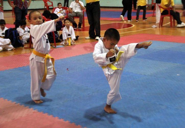 Los pequeños demostraron sus habilidades en el Polifuncional. (José Acosta/SIPSE)