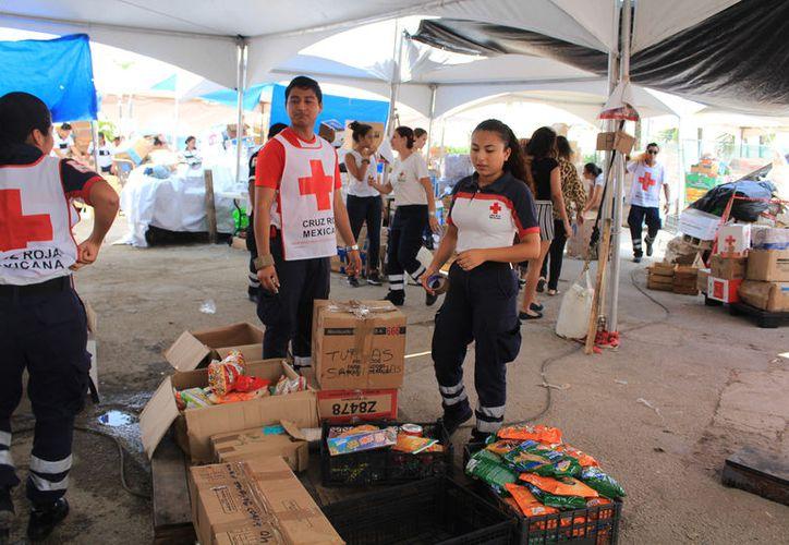 El lunes y el martes la Cruz Roja enviarán otros dos camiones con despensa. (Foto: Luis Soto)