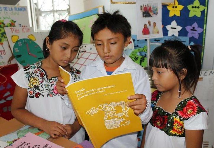 La Uady impulsa a sus alumnos para que conozcan las tradiciones. (Milenio Novedades)