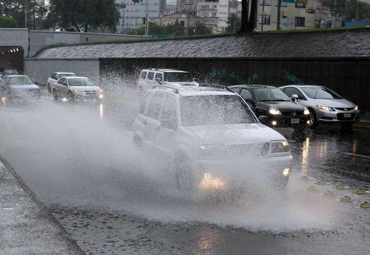En el Valle de México se pronostican nublados con lluvias moderadas a fuertes. (Notimex)