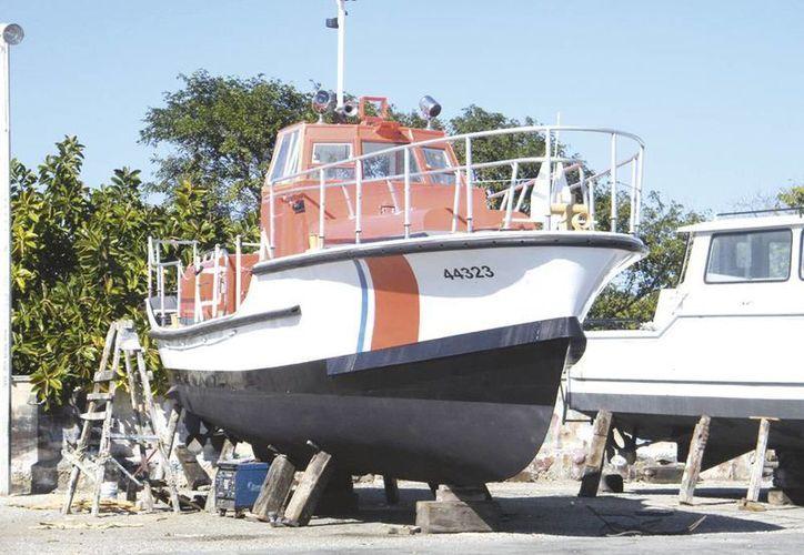 Embarcaciones de Estados Unidos vienen hasta Yucatán a su servicio por el costo de la mano de obra en los trabajos de reparación y mantenimiento. (Milenio Novedades)