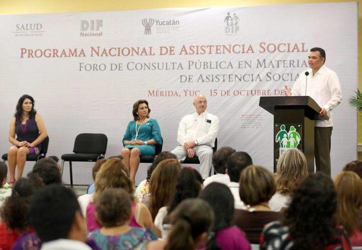 El gobernador Rolando Zapata llama a la unión de jefaturas del DIF en pro del bienestar social. (Milenio Novedades)