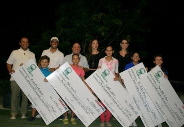 Ayer se entregaron premios a los jugadores de la Gira Infantil y Juvenil que participaron en el Nacional de Puebla. (Guadalupe Adrián/SIPSE)