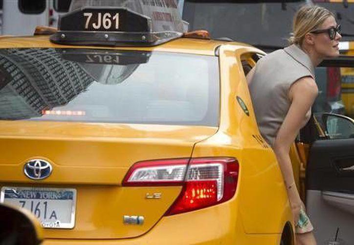 Menos del tres por ciento de los 115 mil conductores de taxis y limosinas de la ciudad son mujeres. (nbcnews.com)
