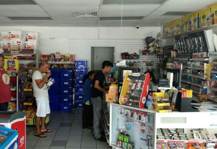 Los comercios llevan 40 minutos sin energía eléctrica. (Foto: Daniel Pacheco)