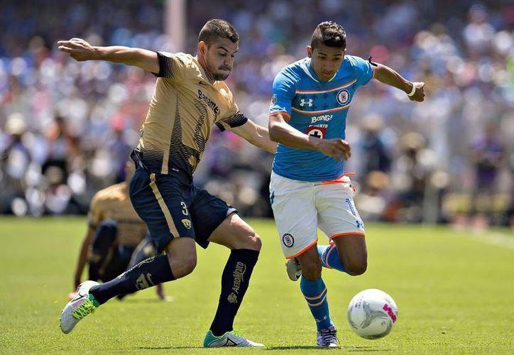 La última ocasión que Pumas y Cruz Azul se enfrentaron en C.U, ambos equipos terminaron empatando a dos anotaciones.(Archivo/Notimex)