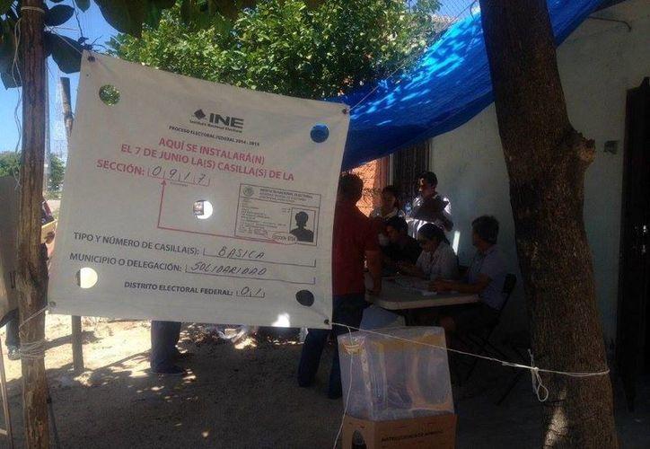 La casilla está siendo operada por ciudadanos pues los funcionarios no se presentaron. (Adrián Barreto/SIPSE)