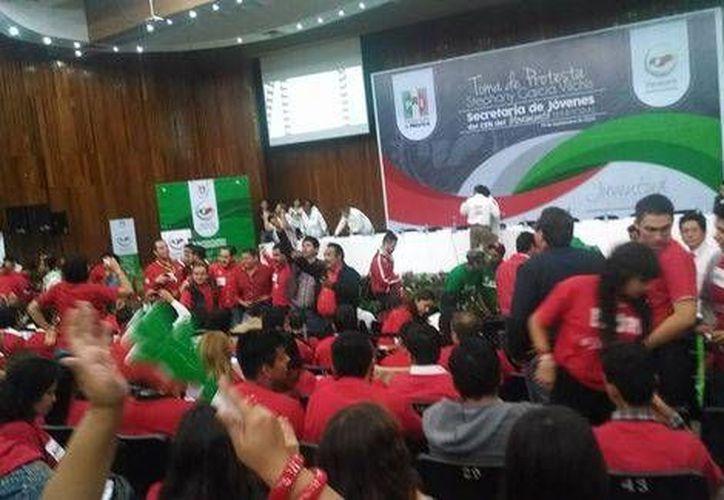 César Camacho estuvo presente en la toma de protesta de la nueva secretaria de Jóvenes del CEN del Movimiento Territorial del PRI, Stephany García Vilchis. (Milenio)