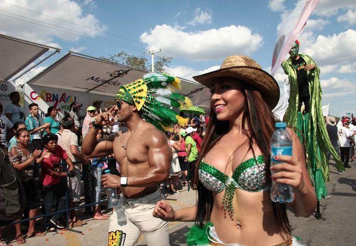 Las bellezas lucieron como cada año en el Domingo de Bachata. (J. Acosta/ Milenio Novedades)