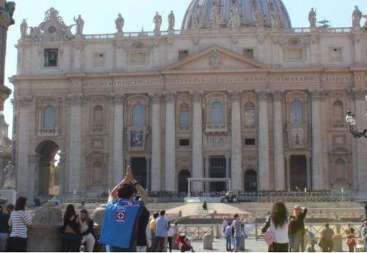 El aficionado fue al Vaticano para pedir un milagro por su equipo. (Foto: @OSCAR_CA10/Twitter)