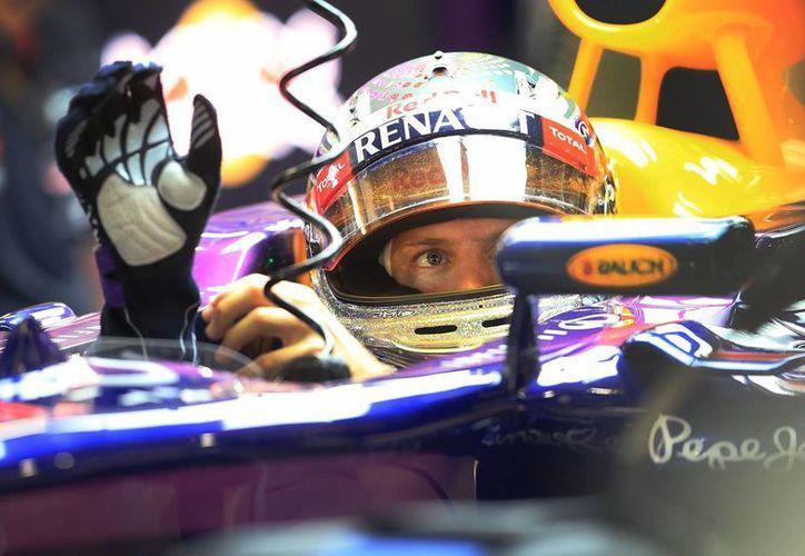 Vettel marcó 1 minuto, 44.249 segundos en el circuito de Marina Bay. (Agencias)