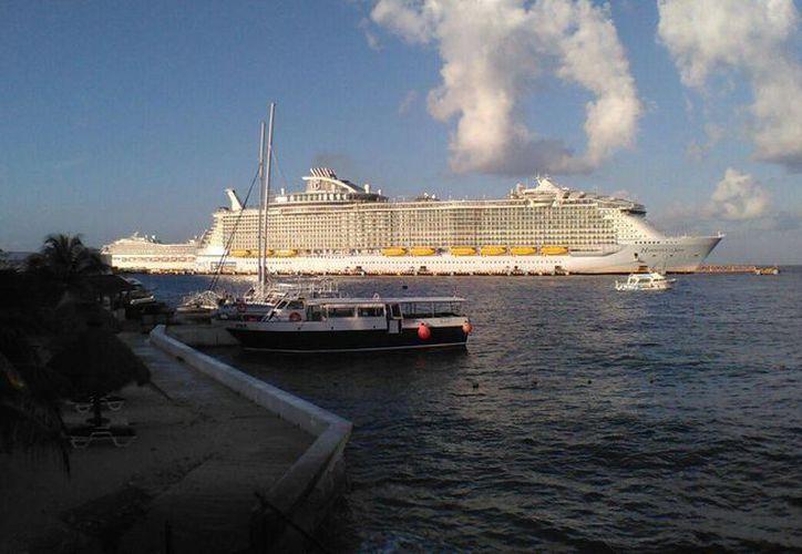 """El barco permanecerá 11 horas en la """"isla de las golondrinas"""". (Foto: Gustavo Villegas/ SIPSE)"""