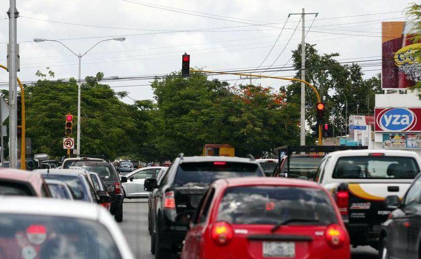 Se espera que al finalizar este año, la cifra de vehículos alcance los 900 mil autos en Yucatán. (Novedades Yucatán)