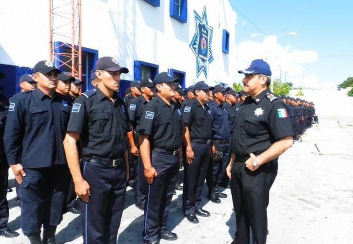 Elementos de la policía municipal no pegarán el ojo para evitar el robo en cualquiera de sus modalidades. (Redacción/SIPSE)