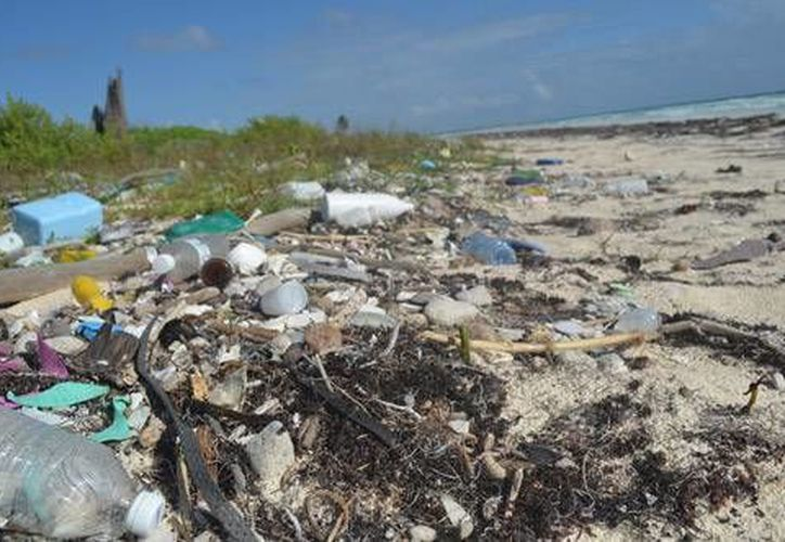 Mahahual es uno de los destinos de Quintana Roo a donde arriban toneladas de basura provenientes de todo el mundo. (Contexto/Internet)