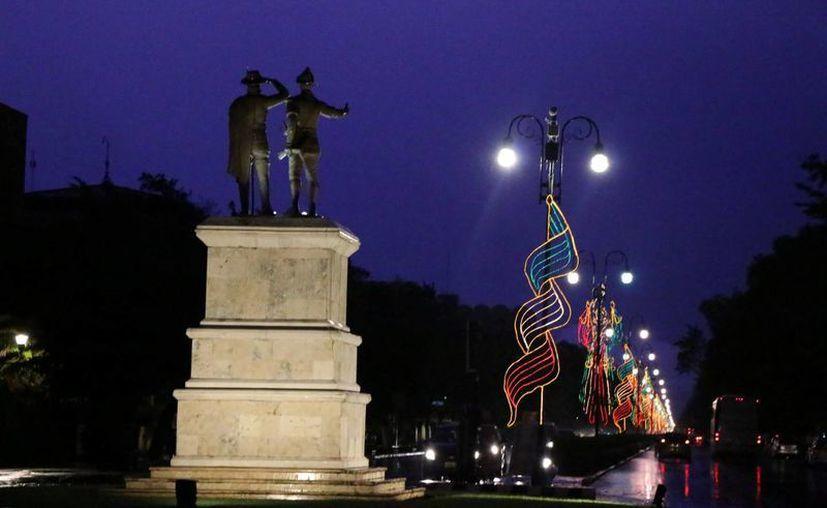 Este Día del Grito caerá en jueves, por lo que la Canacome espera que haya un repunte en el turismo regional para festejar en Mérida. Imagen del Paseo de Montejo con los adornos patrios. (Milenio Novedades)