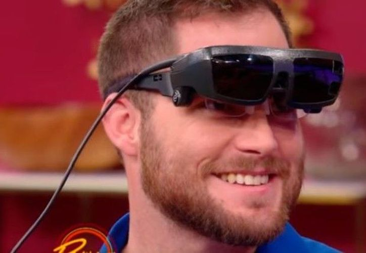El hombre sufre de una enfermedad degenerativa de la vista. (Foto: Captura del video)
