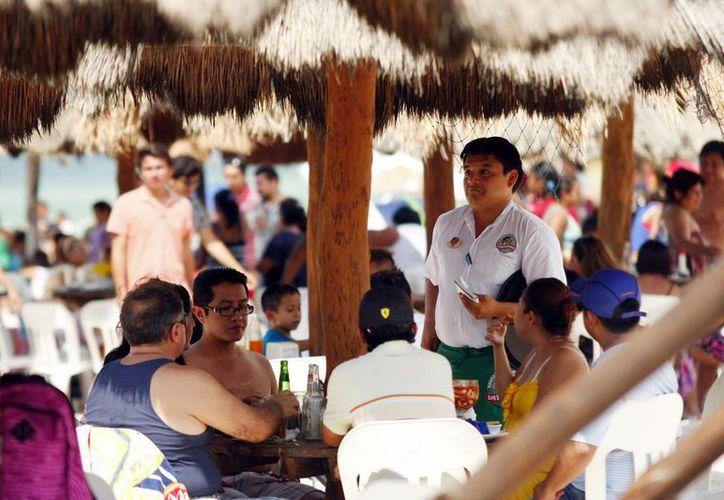 Se espera que los fines de semana al menos 100 mil visiten la costa. (Milenio Novedades)