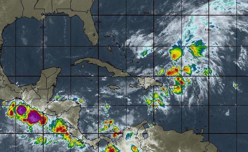 En la Península de Yucatán se prevé cielo de medio nublado a nublado, 60% de probabilidad de tormentas fuertes en Quintana Roo. (Intellicast)