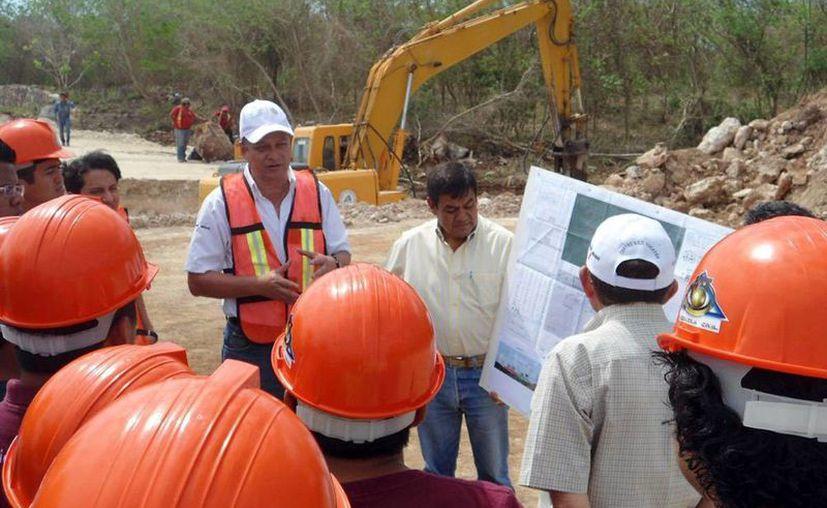 Estudiantes del ITM visitaron la obra de ampliación y modernización de la carretera Mérida-Chetumal, a cargo de la SCT, (Milenio Novedades)