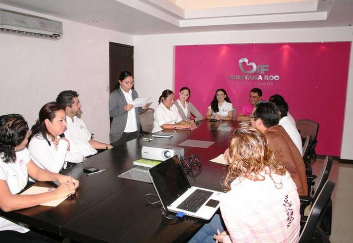 La reinstalación del Comité se llevó a cabo en la sala de juntas del DIF Quintana Roo. (Redacción/SIPSE)
