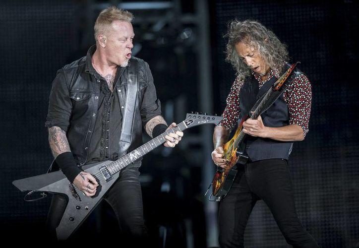 Más de 65 mil personas se dieron cita en el primer show de tres que ofrecerá Metallica en la Ciudad de México.(Notimex)