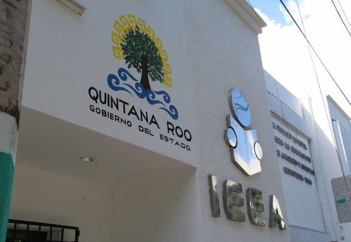 La administración actual encontró que se cobraba a los estudiantes del IEEA para obtener sus certificados educativos. (Eddy Bonilla/SIPSE)