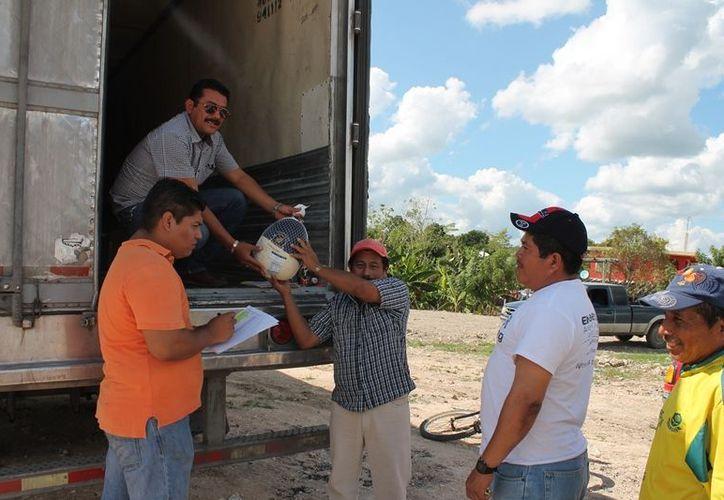Llegan los tres mil 500 pavos navideños para los trabajadores de la zona cañera, que las agrupaciones donan para sus organizaciones. (Edgardo Rodríguez/SIPSE)