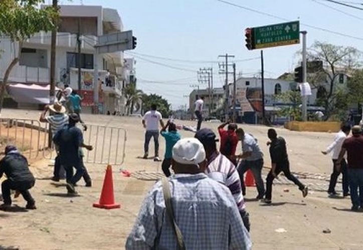 Los integrantes de la CNTE se apostaron sobre la avenida Costera. (Milenio)