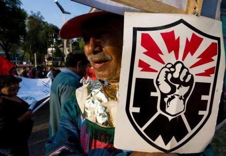 """""""Demandamos al gobierno mexicano, entregue su propuesta para la reinserción laboral de todos los electricistas en resistencia"""", según SME. (Archivo SIPSE)"""