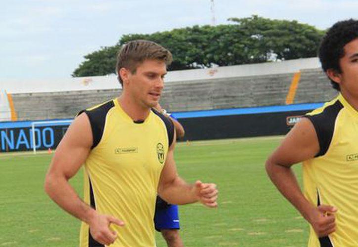 Pablo Colombo trabaja fuerte para quedarse en el CF Mérida. (José Acosta/SIPSE)