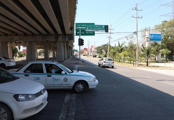 Se prevé que los semáforos inteligentes comiencen a operar después de Semana Santa. (Adrián Barreto/SIPSE)