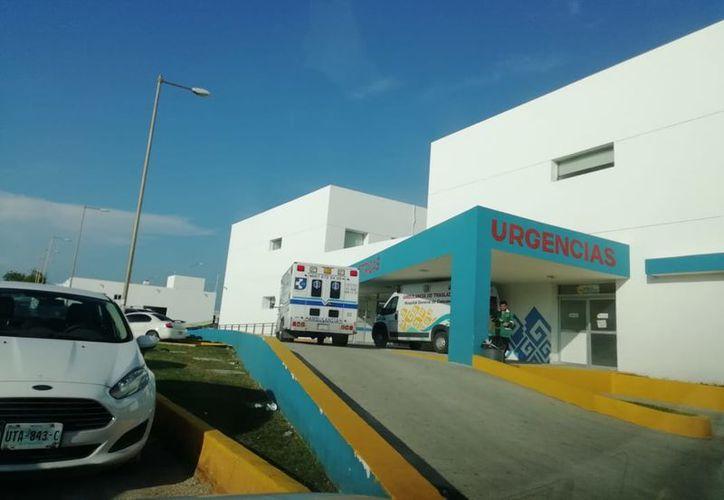 La joven fue enviada al Hospital General por los paramédicos de CostaMed. (Redacción/SIPSE)