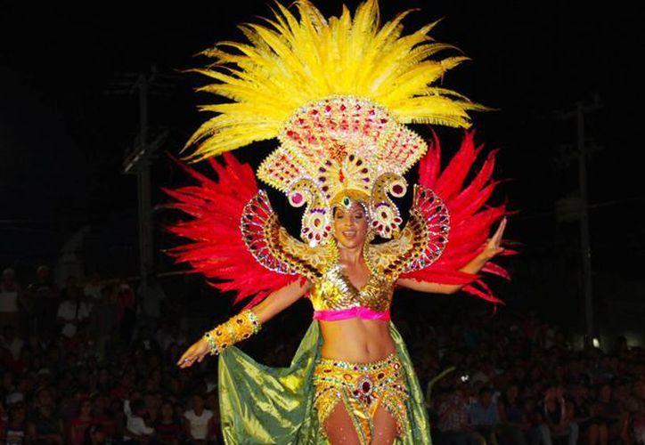La ahora electa soberana del carnaval de la Isla de las Golondrinas. (Redacción/SIPSE)