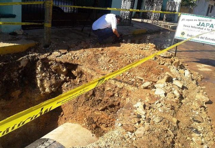 Trabajadores de la Japay tuvieron que colocar un brazalete al tubo dañado. (Milenio Novedades)