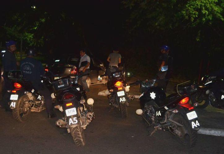 La Policía implementó un operativo para ubicar a los responsables de herir con un arma a una joven dentro de un bar de Chetumal. (Redacción/SIPSE)