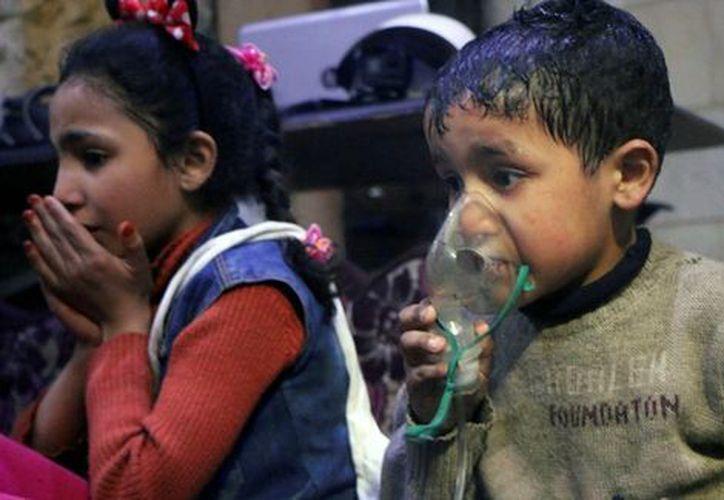 La propia OPAQ había declarado que las reservas de armas químicas del gobierno sirio se habían retirado en 2014. (AP/Cascos Blancos)