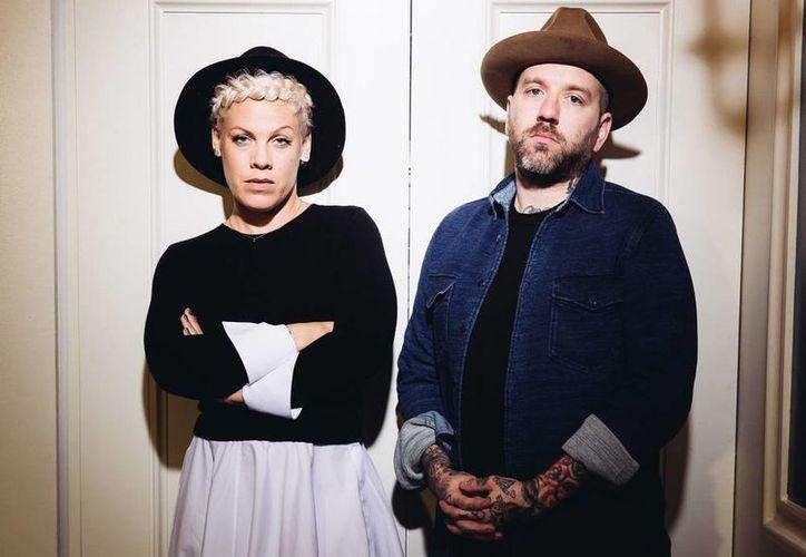 'Rose ave' recopila nueve duetos originales de Pink y Dallas Green con una base de guitarra. (AP)