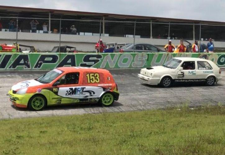 Emocionantes carreras se vivieron en el Campeonato de Automovilismo Regional del Sureste. (Raúl Caballero/SIPSE)