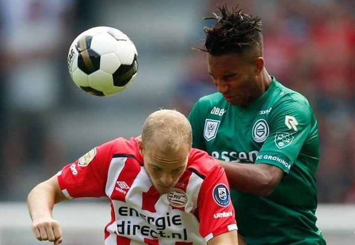 Andrés Guardado y Héctor Moreno jugaron los 90 minutos con el PSV  Eindhoven en el empate a cero con el sotanero de la liga Groningen. Con este resultado perdieron el liderato de la liga.- (Twitter: @PSV)