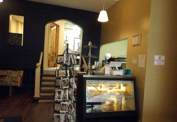 Fotografía del interior de un nuevo café hispano en el barrio de Pilsen, al oeste de Chicago inspirado en la obra literaria de Carlos Monsiváis. (EFE)