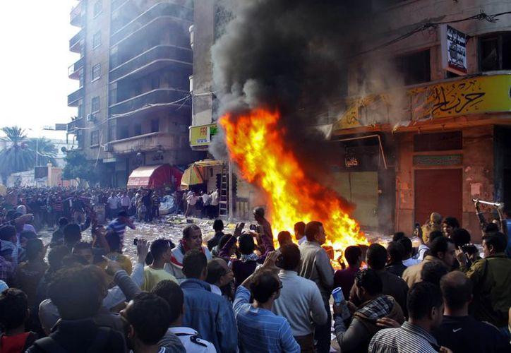 Los enfrentamientos entre sus detractores e integrantes de la Hermandad Musulmana de Morsi estallaron en varias ciudades. (Agencias)