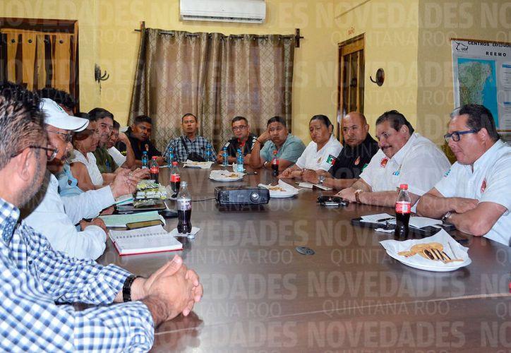 Autoridades se reunieron con los ganadores para llegar a un acuerdo y armas propuestas contra el robo. (Carlos Castillo/SIPSE)