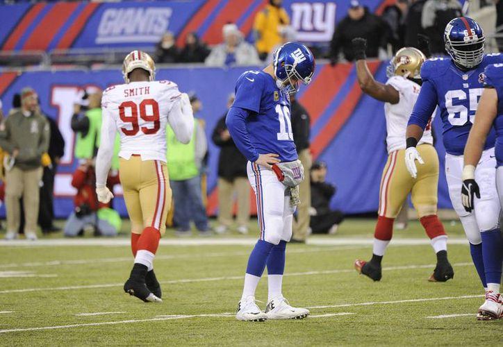 Manning sufrió una dolorosa intercepción en los minutos finales alargando a cinco las derrotas consecutivas. (Foto: AP)
