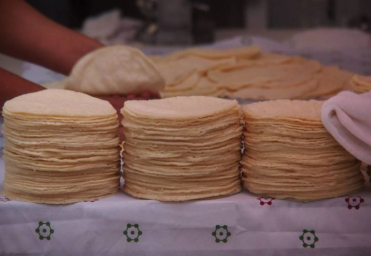 La Sagarpa se mantiene atenta para evitar la especulación con el precio de la tortilla en el país. (Archivo/Notimex)