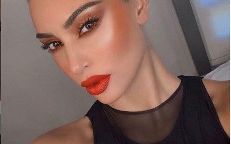 Kim Kardashian muestra la psoriasis de su cara por primera vez