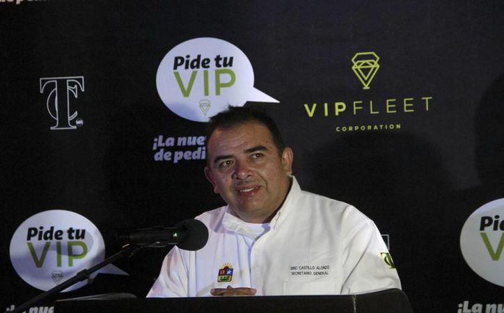 El secretario general del sindicato durante  la presentación de la aplicación. (Tomás Álvarez/SIPSE)