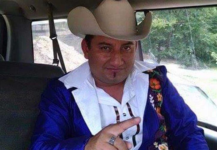 Fotografía del cantante Angélico Reyes, 'El Gelo', quien es buscado por la policía luego de asesinar a un entrenador universitario en la entrada del gimnasio de la Universidad Autónoma Benito Juárez de Oaxaca. (Milenio digital)
